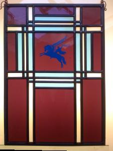 glas in lood  met Airborne logo, oa te zien bij restaurant Schoonoord, Oosterbeek